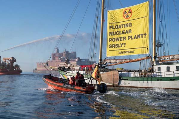 Beluga Greenpeace y Akademik Lomonosov