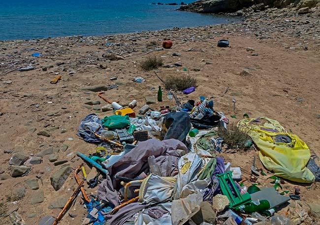 basura marina en playa