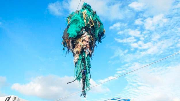 equipos de pesca isla de plastico