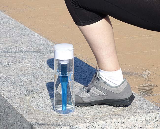 ejercicio y botella de agua filtradora KOR Plus