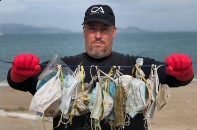 residuos mascarillas Covid19 en playa