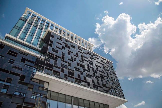 vidrio fotovoltaico en edificio Onyx Solar